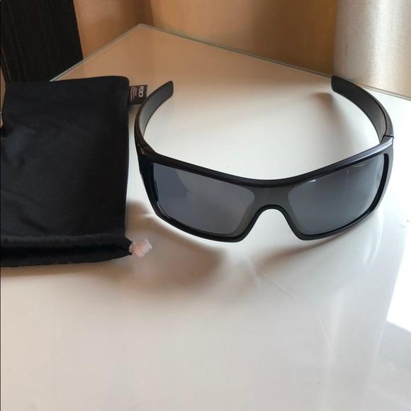 a8e46affd4e69 Oakley Batwolf sunglasses. M 5c6194300cb5aa6b04273039